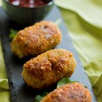 These crispy and crunchy potato and chicken croquettes are made with mashed potato, chicken, capsicum and noodles coated with breadcrumbs to create a delicious fried snack.