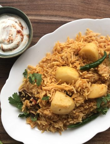 Similar to a pilaf, aloo ki tahari or spiced potato rice is a Pakistani / Indian vegetarian dish made with rice and potatoes. Other vegetables can be used but the most popular are potatoes.