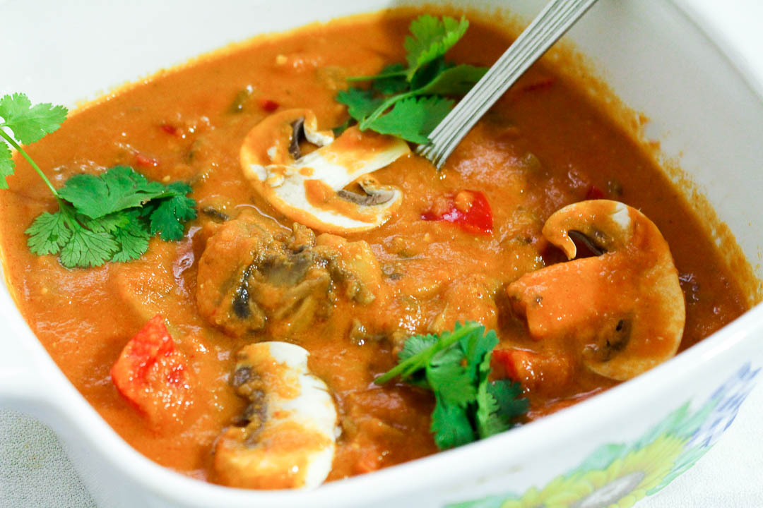 Mushroom butter masala or mushroom makhani is a delicious vegetarian main dish that comprises of a creamy buttery gravy with fresh mushrooms and bell peppers.