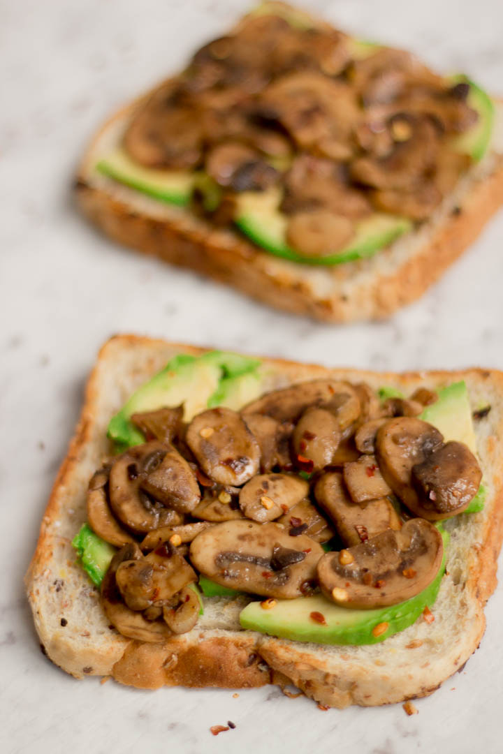 Fresh mushrooms sautéed in garlic, avocado slices and of course lemon juice and salt come together to make this delicious avocado mushroom toast. Enjoy for breakfast, brunch or even dinner.