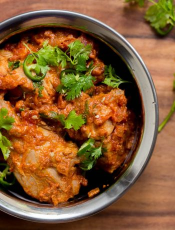 Pakistani karahi chicken (or kadai chicken) is a simple and super delicious curry made with chicken, lots of tomatoes and of course coriander to garnish in the end. Enjoy with rice or tandoori naan.