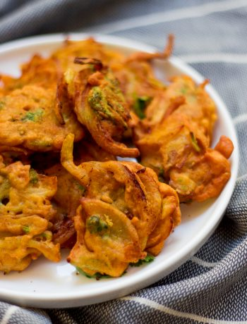 Onion pakora, pyaz pakora or onion fritters are a Pakistani / Indian appetizer made with sliced onion and coriander coated with a spicy chickpea flour batter and  deep-fried till crispy.