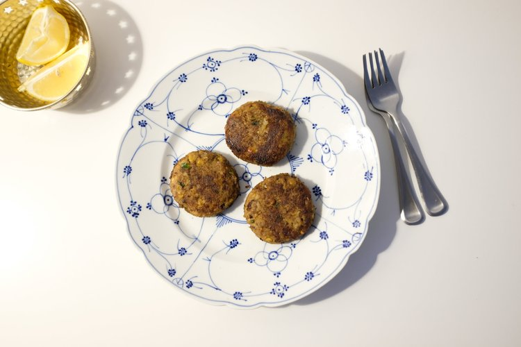A collection of 19 make ahead recipes for Ramadan to save you time in the kitchen and help you prepare iftar, sehri and dinner as stress free as possible.  Featured here is a recipe of Shami Kebabs by Pakistan Eats.
