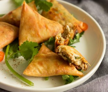 Keema samosa is a popular Pakistani snack with a filling of keema enclosed in a flour based pastry and deep fried. Enjoy it hot with mint chutney on the side.