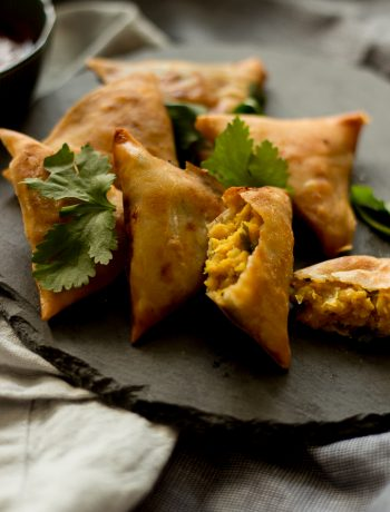 Chana dal samosas are a popular Pakistani & Indian vegetarian / vegan snack. Perfect for tea time with green chutney or raita on the side.