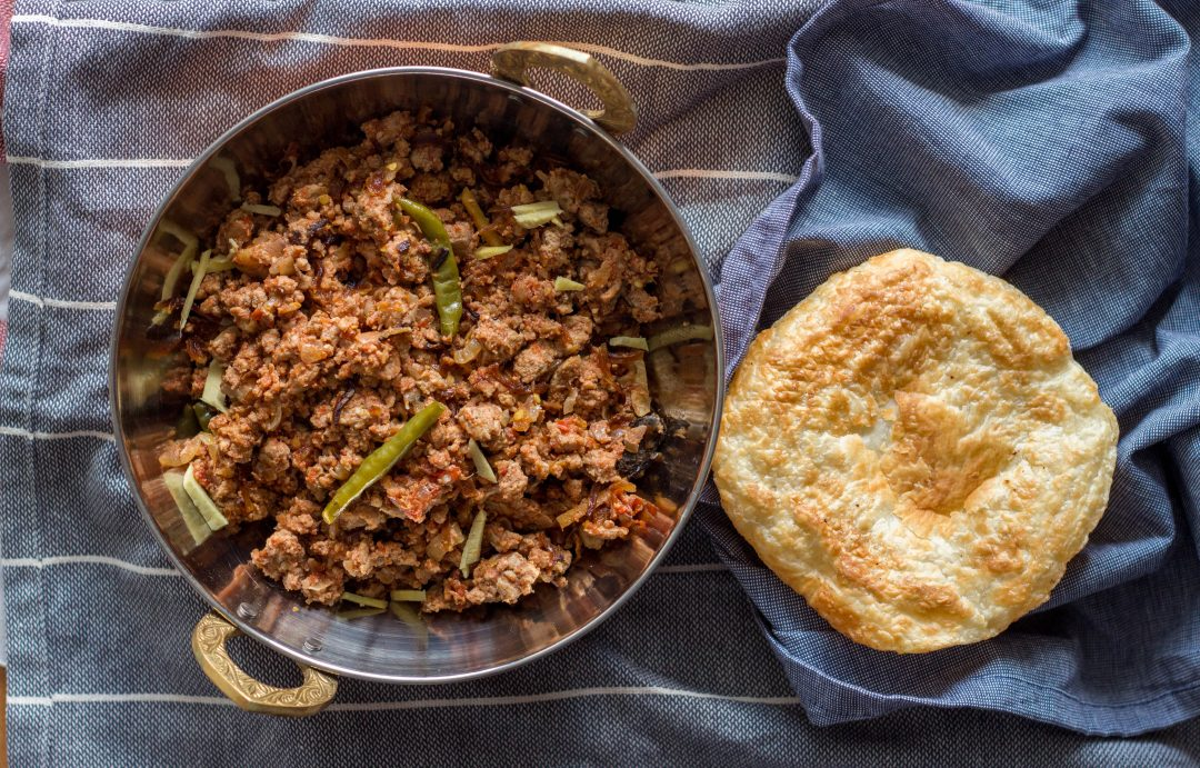 A simple and quick recipe for Pakistani qeema or Pakistani style ground mince with onions and green chilies. This recipe makes for a dry style qeema which is best had with puri or paratha.